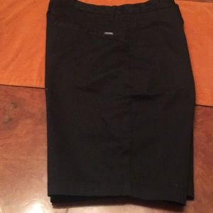 NWOT Men's Volvcom  black flat front shorts Sz 32